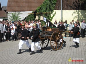 Die Alterskameradschaft während den Festlichkeiten zum 75. Jubiläum (2010) ©Feuerwehr Bischweier