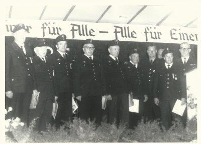 Ehrung der Gründungsmitglieder im Rahmen des 25 jährigen Jubiläums (1965) ©Feuerwehr Bischweier